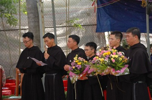 Brothers in Vietnam making first vows